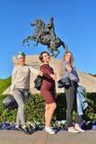 三个女孩显示认同姿态在背景o的 图库摄影
