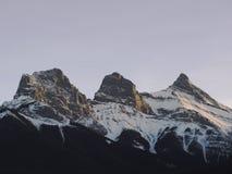 三个姐妹山脉在阿尔伯塔 库存图片