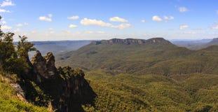 三个姐妹是蓝色山的最印象深刻的地标 位于回声点卡通巴,新南威尔斯,澳大利亚 免版税库存图片