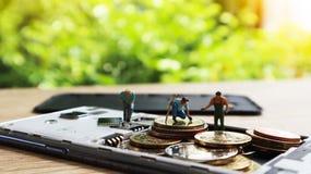 三个微型微型图与在机动性保留金钱 Cashles 免版税图库摄影
