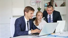 三个微笑的企业同事画象  股票视频