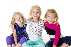 三个微笑的小女孩画象 免版税库存照片