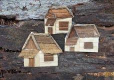 三个房子拼贴画艺术 做由木材料 雕塑 图库摄影