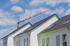 三个新的露台的房子屋顶  库存照片