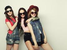 三个时髦的性感的行家女孩最好的朋友 免版税库存照片