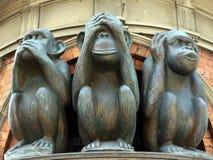 三个明智的猴子雕象 库存照片
