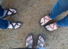 三个朋友,三双鞋 库存图片
