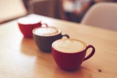 三个杯子热奶咖啡 免版税库存照片