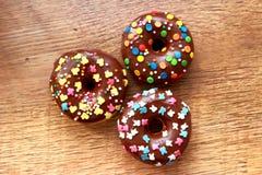 三个棕色油炸圈饼 免版税库存照片