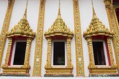 三个泰国寺庙窗口金子颜色 免版税库存照片