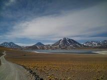 三个火山依顺序,阿塔卡马,智利 免版税库存图片