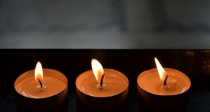 三个灼烧的教会蜡烛 图库摄影