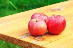三个甜水多的红色苹果 图库摄影