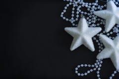 三个白色星和水晶小珠 免版税库存图片