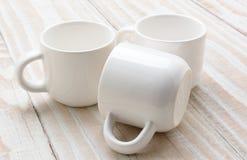 三个白色杯子特写镜头 免版税库存图片