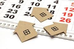 三个纸板房子 免版税图库摄影
