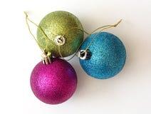 三个装饰五颜六色的圣诞节球 库存照片