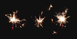 三个闪烁发光物烟花轻发光在黑暗 库存图片
