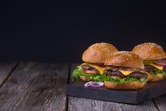 三个水多的牛肉汉堡 免版税图库摄影