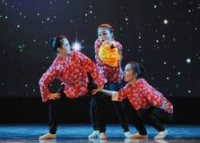 三个傻的妻子伙计舞蹈 免版税库存图片