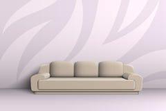 三人座位的沙发在屋子里 免版税库存照片