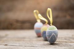三件葡萄酒复活节彩蛋装饰品 免版税库存图片