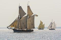 三传统航行gaffriggers 库存照片