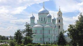 三位一体六翼天使Diveevo修道院的三位一体大教堂 库存图片