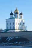 三位一体大教堂在普斯克夫克里姆林宫 俄国 库存照片