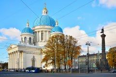 三位一体大教堂救生员Izmailovsky军团和 图库摄影