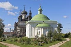 三位一体教会和大教堂在复活沃洛格达州地区Goritsy修道院的基督复活  免版税库存图片