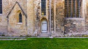 三位一体教会小白色门 免版税库存图片
