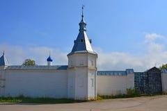 三位一体道尼洛夫修道院操刀和门在Pereslavl-Zalessky,俄罗斯 免版税库存照片