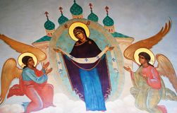 三位一体Sergius拉夫拉在俄罗斯 在教会门面的象 免版税图库摄影