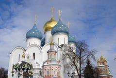 三位一体Sergius拉夫拉在俄罗斯 颜色冬天照片 免版税库存照片