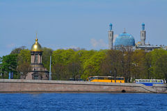 三位一体Zhivonachalnaya和大教堂清真寺的寺庙教堂在圣彼德堡,俄罗斯 免版税图库摄影