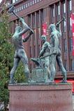 三位铁匠的雕塑在赫尔辛基,芬兰 图库摄影