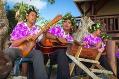 三位音乐家唱并且弹吉他 免版税图库摄影