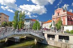 三倍桥梁和圣方济会教会,卢布尔雅那,斯洛文尼亚 免版税图库摄影