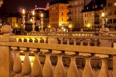 三倍桥梁在卢布尔雅那在晚上 图库摄影