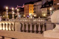 三倍桥梁在卢布尔雅那在晚上 免版税库存照片