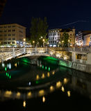 三倍桥梁在卢布尔雅那在晚上 免版税库存图片