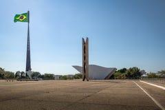 三力量广场和巴西旗子-巴西利亚,联邦的Distrito,巴西 库存图片