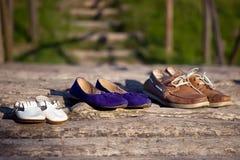 三双鞋-男人的、妇女的和孩子 免版税库存照片