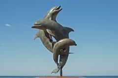 三只海豚雕塑  库存图片
