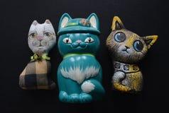 三只猫,手工制造玩具 库存图片
