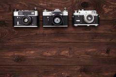 三台葡萄酒照相机顶视图与拷贝空间的 免版税图库摄影
