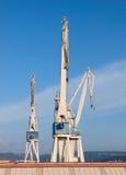 三台起重机在造船厂 免版税图库摄影