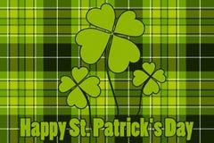 三叶草在无缝的检查格子花呢披肩背景愉快的St Patricks天 免版税库存图片