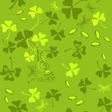 三叶草离开无缝的传染媒介样式 圣帕特里克` s天绿色背景 三叶草墙纸 免版税库存照片